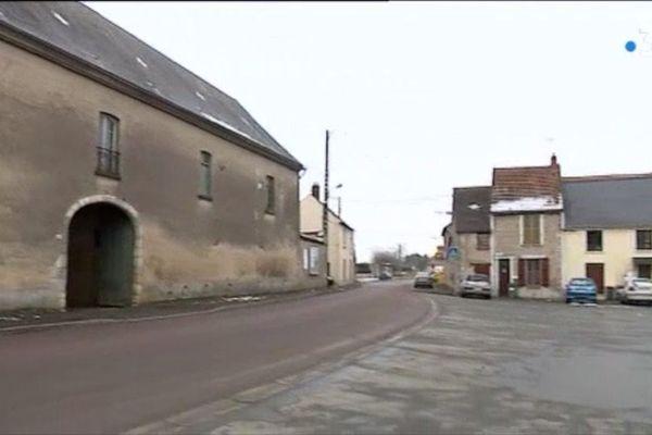 Centre du petit bourg de Monnerville au Sud-Ouest de l'Essonne