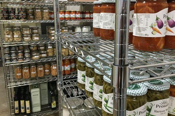 Le catalogue de l'épicerie-drive bio La Base comprend près de 600 références