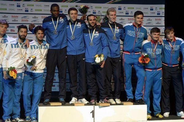 Le podium du fleuret hommes par équipe