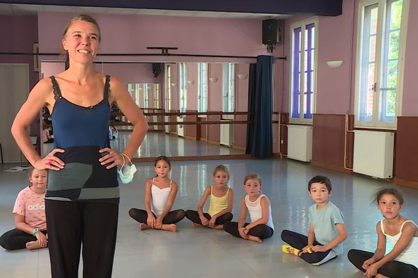 La professeure de danse et ses élèves au conservatoire d'Albi