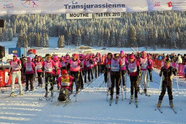 """L'équipe de """"skier pour elles"""" au départ de la Transjurassienne"""