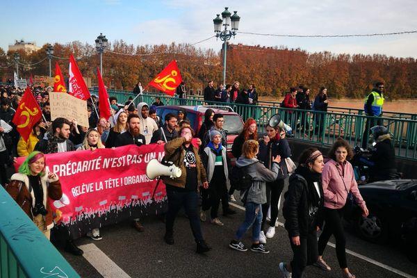 Les jeunes mobilisés sont arrivés par le Pont Saint Pierre à 13h30.