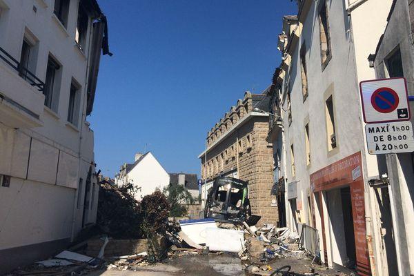 À Quiberon, on déblaie les dégâts causés par l'explosion rue de Verdun