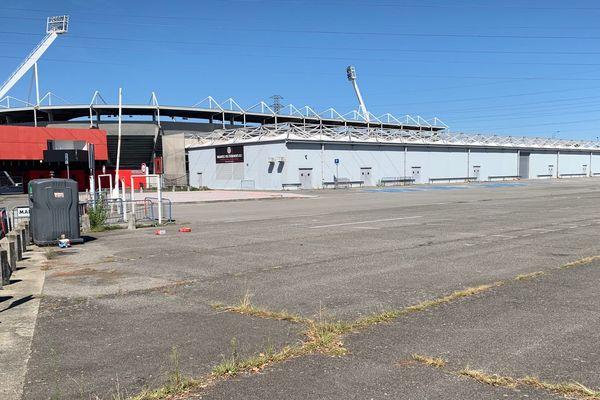 """Dans le cadre de l'opération """"Dessine-moi Toulouse"""", la mairie de Toulouse a décidé de céder ce terrain de 13 549 m2, accolé au stade Ernest Wallon, à l'association """"Les Amis du Stade"""" pour à peine 35 euros/m2."""