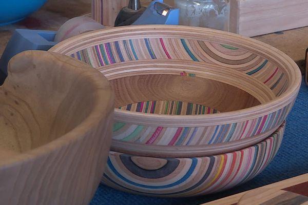 Un bol fabriqué à partir de planches à roulettes recyclées.