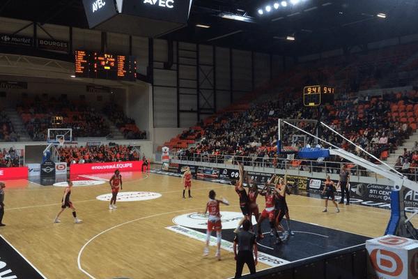 Le Tango Bourges Basket face à l'ESBVA au Prado de Bourges, samedi 5 mars 2016.