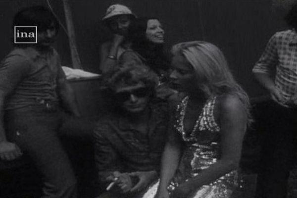 Johnny et Sylvie en 1973. Deux grands habitués de Lusignan.