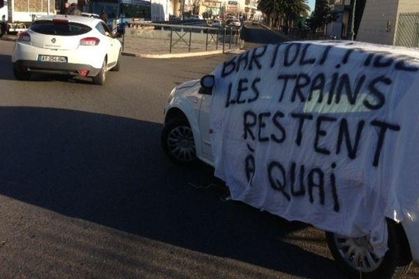 """Les cheminots grévistes ont continué leur actions """"coup de poing""""  lundi 4 février"""