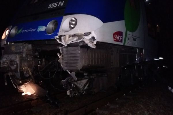 Une passagère du train a été légèrement blessée dans cet accident.
