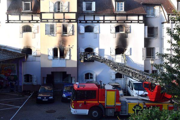 L'immeuble incendié dans la nuit à Schiltigheim (Bas-Rhin).