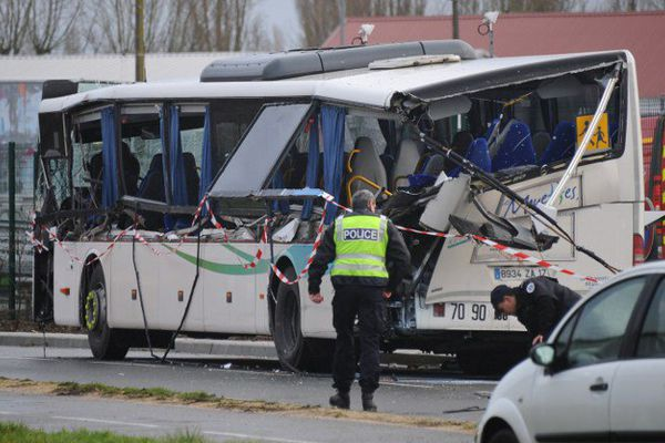 Six adolescents sont morts dans l'accident du mini-bus scolaire à Rochefort