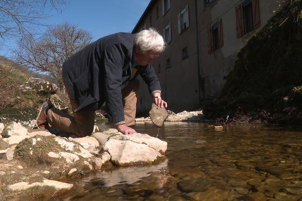 Il n'y a plus d'insectes dans la partie du fleuve située en aval du déversement, estime Gerard Mamet