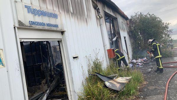 Il a fallut une trentaine de sapeurs-pompiers venus de Caen pour maitriser les flammes