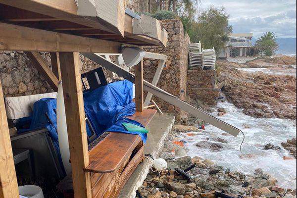 """Illustration / Il ne reste plus rien de la paillote """"Côté Plage"""" après le passage de la tempête Alex, le 3 octobre dernier dans le golfe d'Ajaccio."""