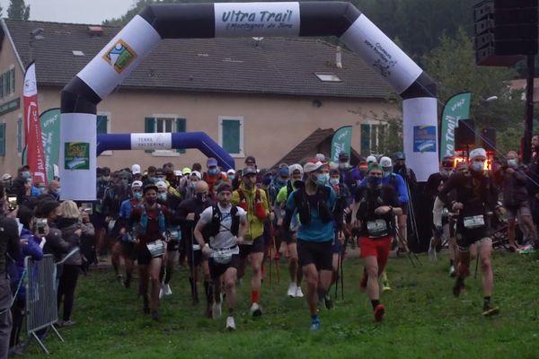 Le départ de l'Ultra Trail des Montagnes du Jura.