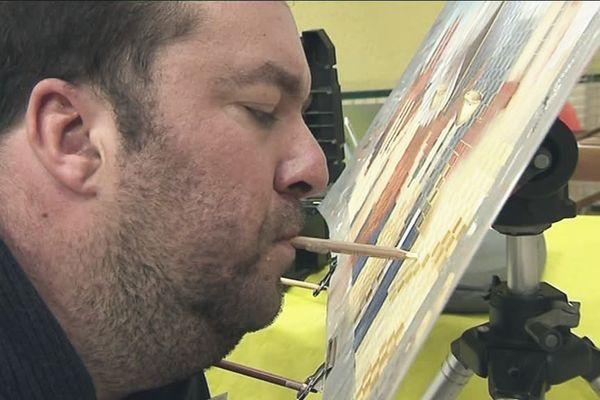 Arnaud Dubarre est peintre de la bouche, un talent exceptionnel pour traduire son sens artistique