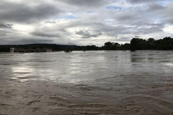 Le fleuve Aude à Trèbes lors des inondations d'octobre 2018