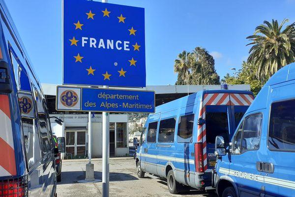 Les syndicats de police explique ne pas avoir assez d'effectifs pour faire respecter les consignes du gouvernement à la frontière avec l'Italie.