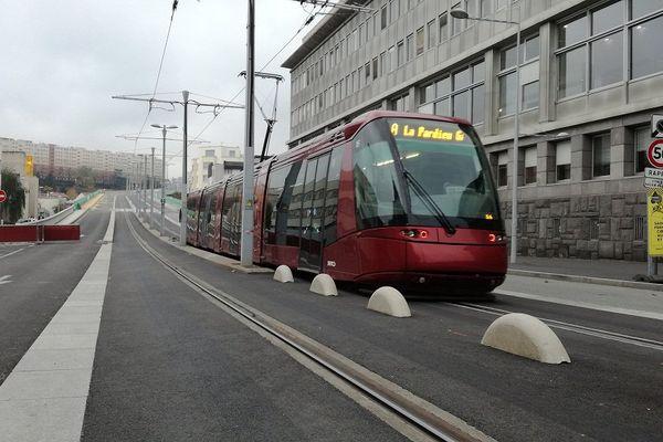 Le 2 novembre à Clermont-Ferrand, le tramway circule à nouveau sur le viaduc Saint Jacques.
