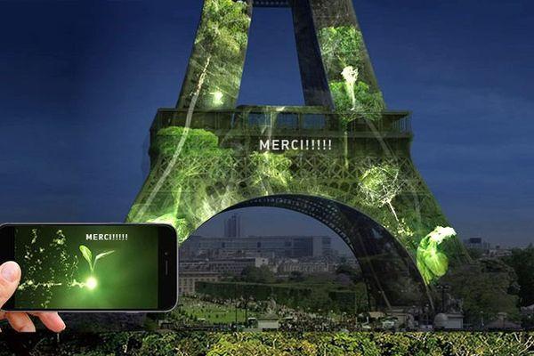 La tour Eiffel est habillée d'une œuvre interactive de l'artiste Naziha Mestaoui