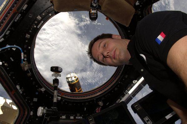 Le Normand Thomas Pesquet à bord de la station spatiale internationale.