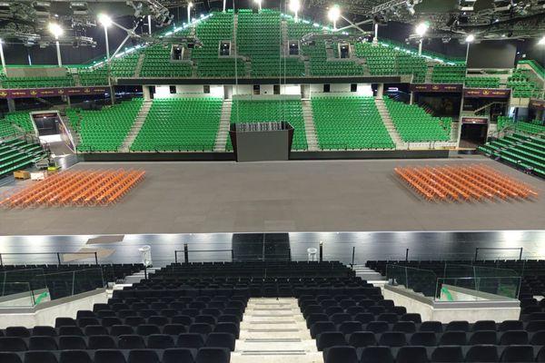 Pour l'instant la salle de la H Arena est vide...mais des 15h samedi, les matchs du final four seront retransmis en direct sur le cube vidéo placé à hauteur des tribunes.