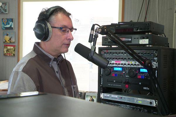 La radio fête ses cent ans ! A Radio Pays d'Hérault, salariés et bénévoles s'associent pour faire vivre leur station locale. - Montagnac (Hérault) - 20 mai 2021.