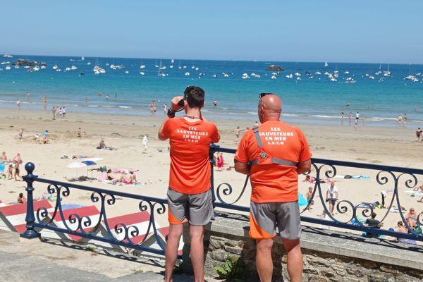A Saint-Lunaire (35) les sauveteurs en mer scrutent les plages pour éviter les noyades