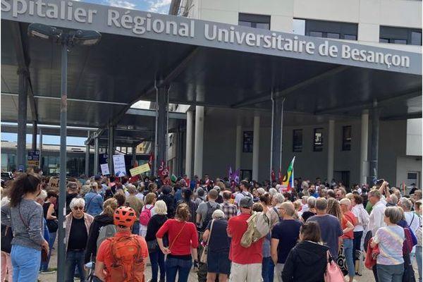 Lundi 9 août, rassemblement devant le CHU Minjoz à Besançon