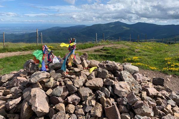 Le Petit Ballon culmine à 1272 mètres d'altitude. Arrivé au sommet, on peut profiter d'une vue panoramique.
