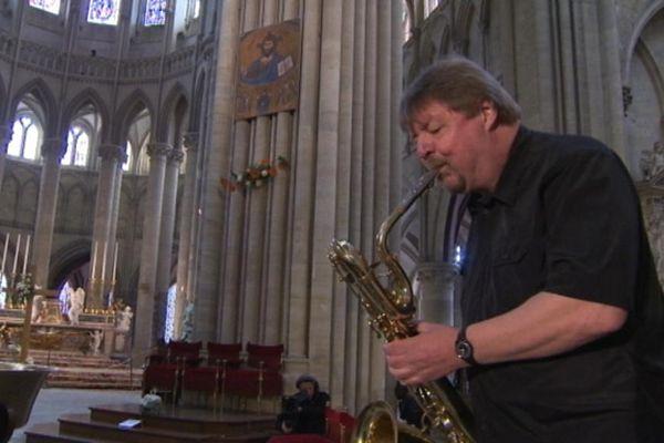 Le saxophoniste américain a donné ce samedi un concert en solo dans la cathédrale de Coutances
