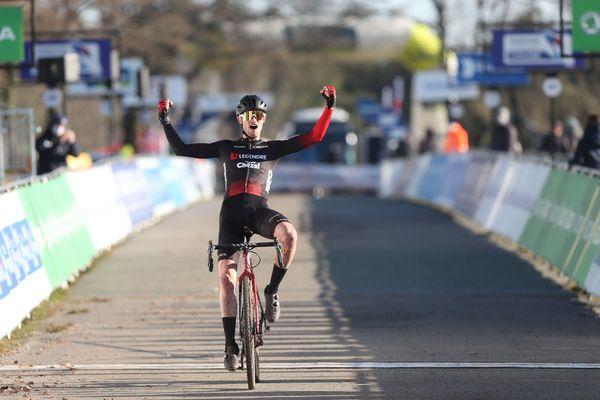 Antoine Huby devient le champion de France de cyclo-cross chez les Espoirs