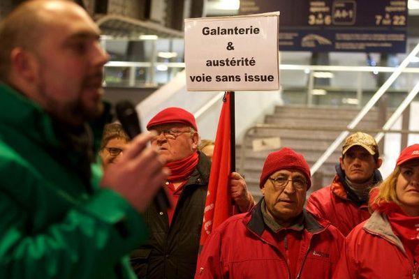 Le conflit social à la SNCB attise les querelles régionales en Belgique.