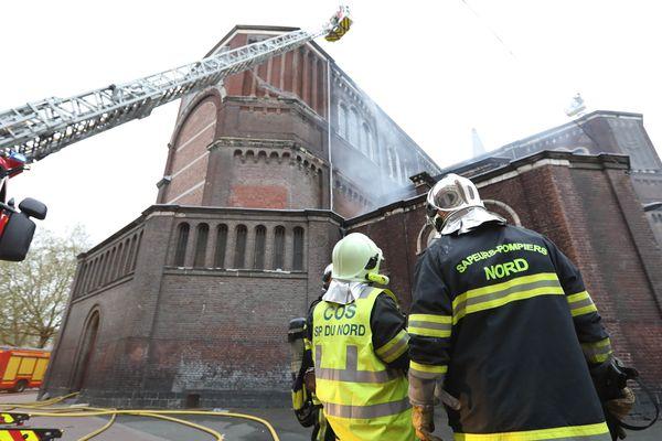 L'incendie s'est déclaré dans la sacristie de l'Église Saint-Pierre-Saint-Paul située dans le quartier de Wazemmes, à Lille.