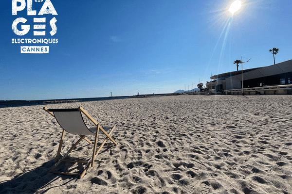 Seul sur le sable... un transat... sous le soleil de Cannes, c'est l'une des photos #DeboutLesFestivals