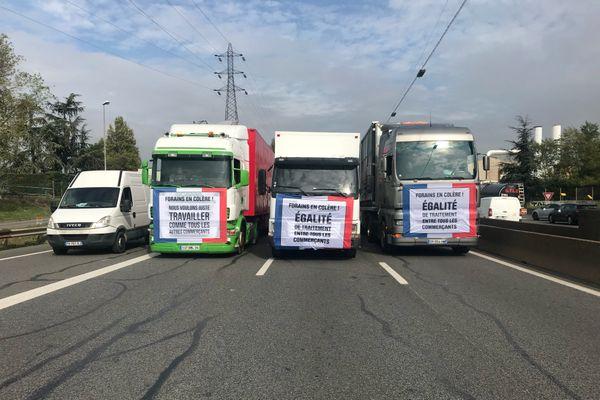 Les forains ont emprunté la M7 vers le centre de Lyon pour rejoindre la préfecture à 14 heures.