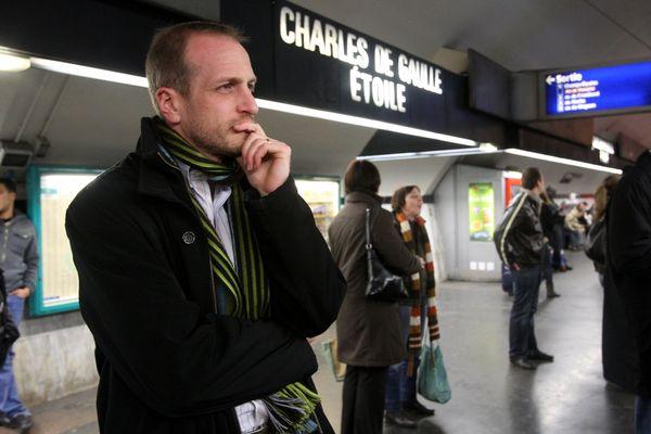 La station Charles de Gaulle Etoile accueillera l'un des six centres où les touristes pourront porter plainte.