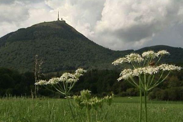Le Puy-de-Dôme (1465 m d'altitude)... à ne pas confondre avec la butte Montmartre !