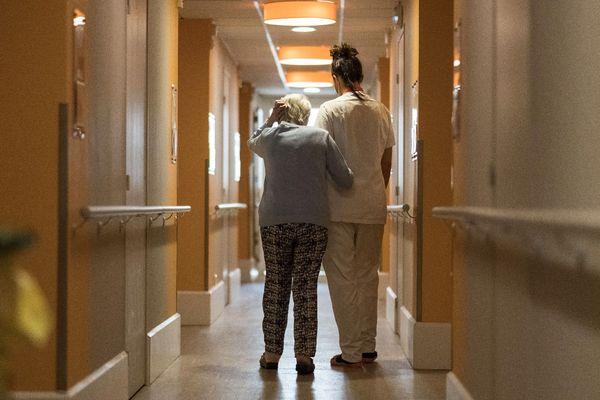 Les chiffres compilés par l'Insee révèlent une surmortalité depuis quelques semaines chez les personnes âgées.