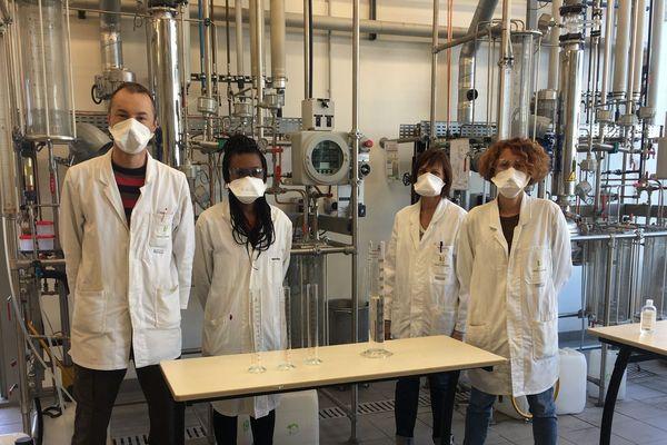 Depuis près d'un mois le Lycée technique Louis Armand à Chambéry produit une solution hydroalcoolique à destination des institutions savoyardes.