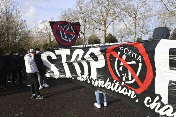 Rassemblement de supporters du FC Nantes le 20 décembre 2020 à l'arrêt de tram Beaujoire, près du stade