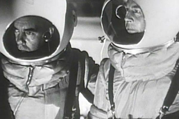 """Film de fiction américain """"Destination : la Lune"""" est diffusé lors du premier congrès mondial d'astronautique à l'université de la Sorbonne en 1950."""