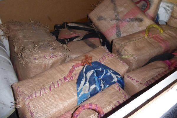Les sacs étaient dissimulés dans un véhicule convoi exceptionnel venant d'Espagne