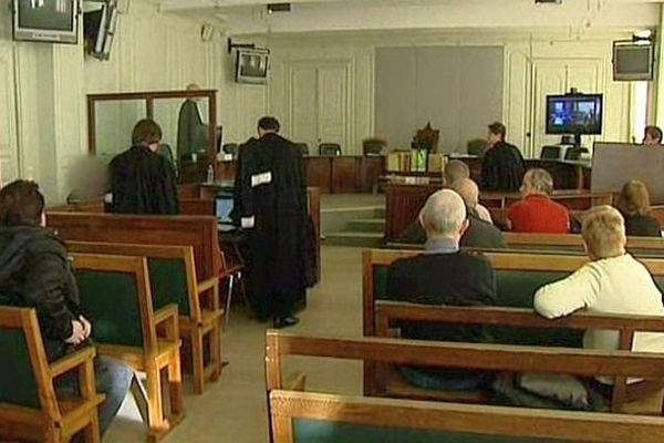Trois hommes comparaissent devant la cour d'assises de Nevers depuis lundi 16 décembre 2013. Ils doivent répondre de la mort de Didier Escutenaire, 42 ans.