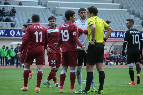 Les joueurs du FC Bakou (maillot grenat) ont finalement accepté de jouer contre Qarabag, samedi dernier.