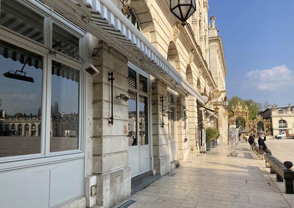 La terrasse de ce restaurant de la Place Stan est fermée depuis le deuxième confinement en octobre 2020.