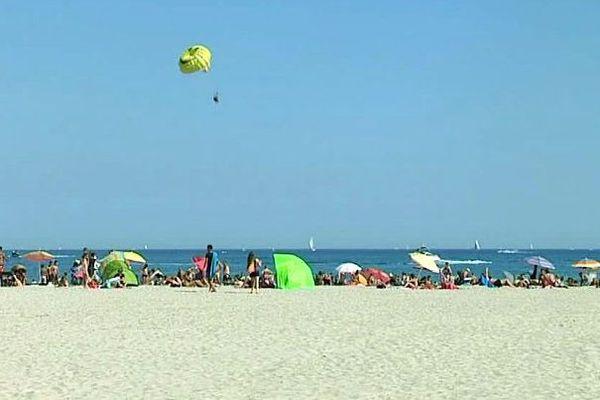Palavas (Hérault) - toujours des vacanciers à la plage - septembre 2016.
