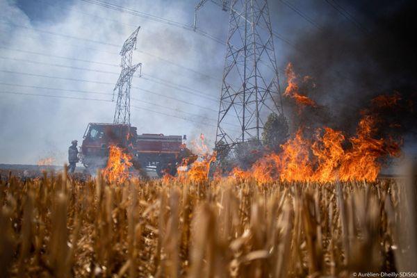 10 hectares de chaume ont brûlé dans cet incendie à Chambly