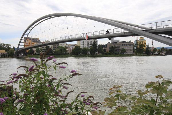 La passerelle des Trois Pays relie Huningue à Weil-am-Rhein