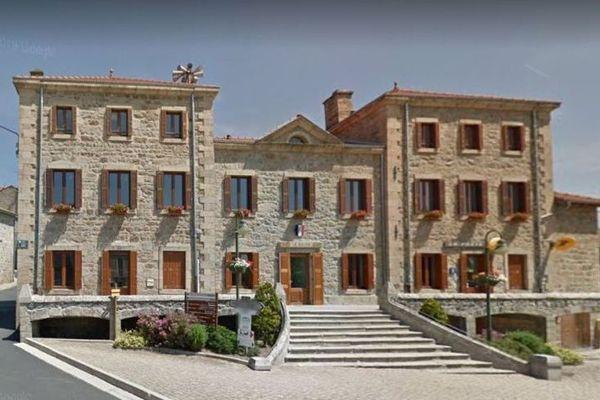 Mercredi 4 novembre, le tribunal administratif de Clermont-Ferrand a suspendu l'arrêté du maire de Lapte (Haute-Loire) autorisant l'ouverture des petits commerces.
